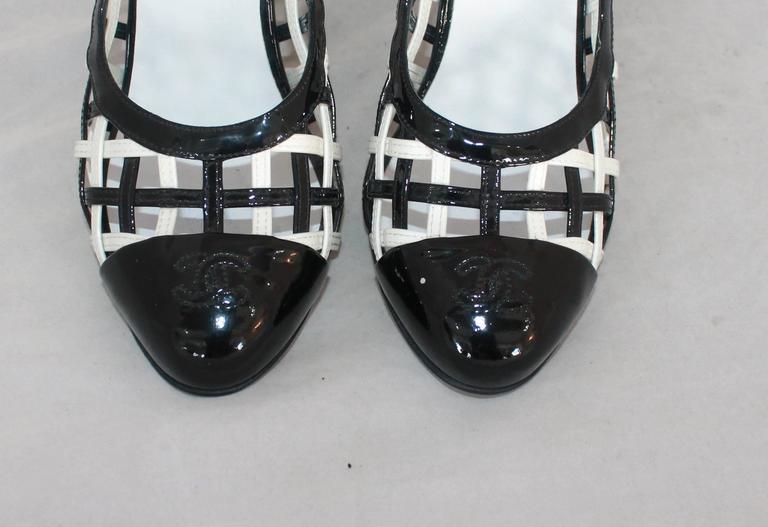 Women's Chanel Black & White Patent Crisscross Pumps w/ Black Toe - 40.5 For Sale