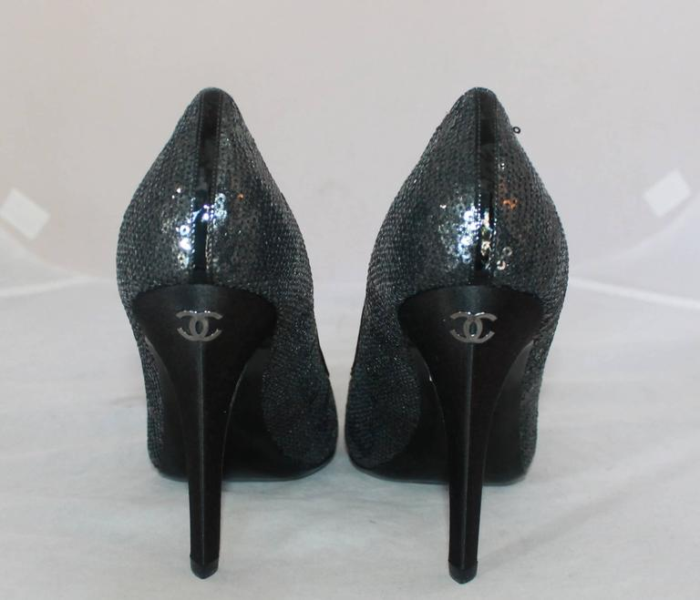 Chanel Black Sequin Pumps w/ Quilted Interior - Never Worn - 40 For Sale 1