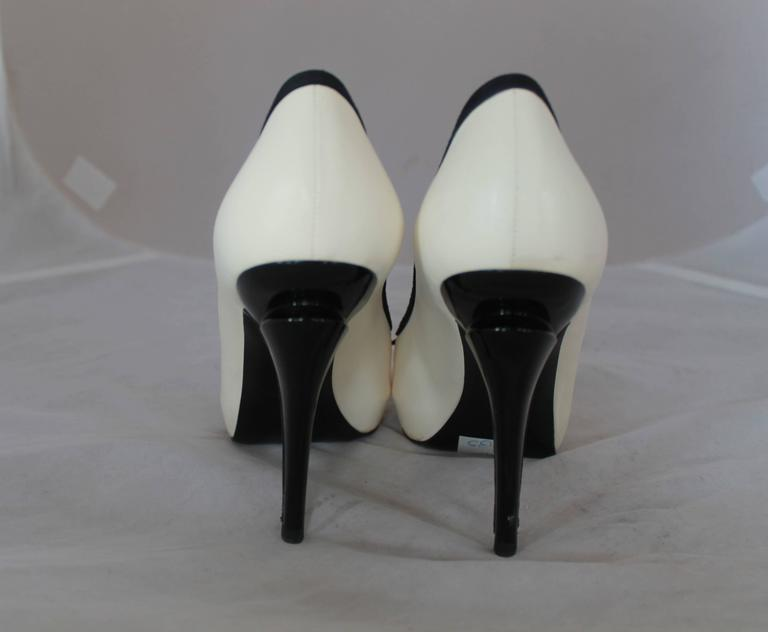Chanel Ivory & Black Lambskin Peep Toe Pumps w/ Black Ribbon Trim - 40. In Good Condition For Sale In Palm Beach, FL