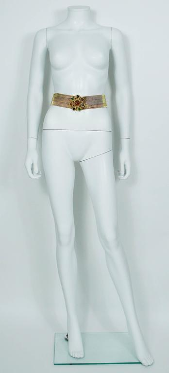 Chanel Vintage Museum Quality Gold Tone High Waist Belt with Gripoix Buckle In Excellent Condition For Sale In Nice, FR