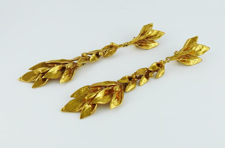 Yves Saint Laurent YSL Vintage Floral Shoulder Duster Dangling Earrings In Excellent Condition For Sale In French Riviera, Cote d'Azur