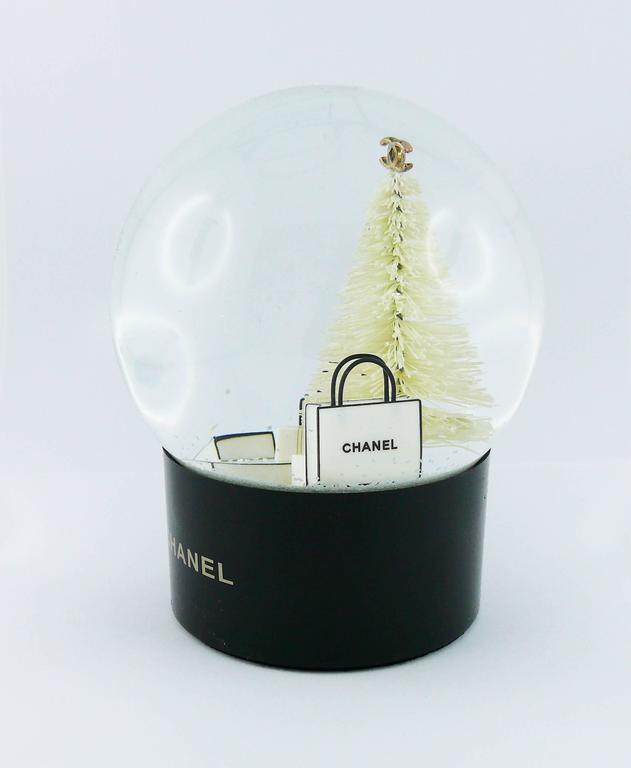 Chanel Snow Dome In Excellent Condition For Sale In French Riviera, Nice