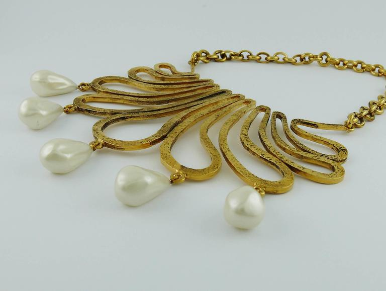Women's Chanel Vintage 1990s Gorgeous Gold Toned Arabesque Bib Necklace For Sale
