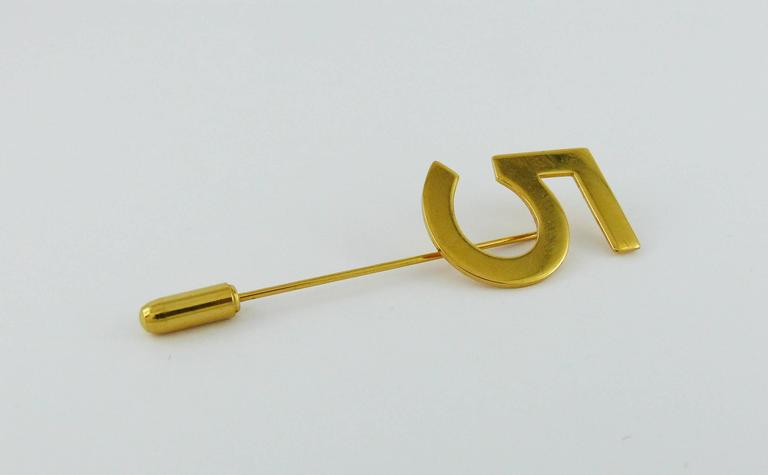 Women's Chanel Vintage N°5 Gold Toned Lapel Pin For Sale