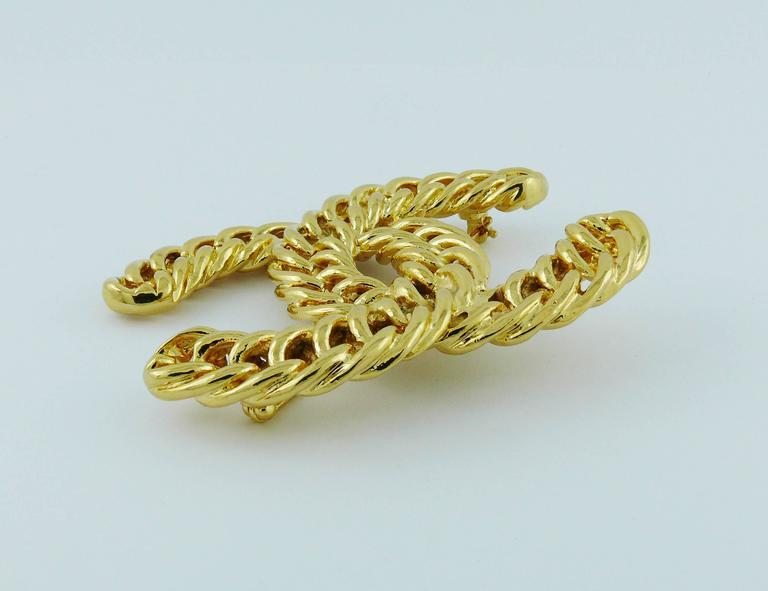 Chanel Vintage Massive Iconic Gold Toned Curb Chain Logo Brooch For Sale 1