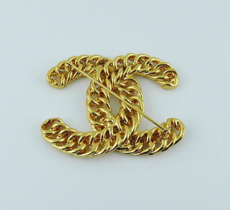 Chanel Vintage Massive Iconic Gold Toned Curb Chain Logo Brooch For Sale 2