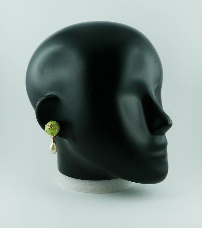 CHANEL vintage dangling earrings (clip-on) featuring a green resin studded dome top with CC logo at center and a faux pearl drop.  Cruise 1996 Collection.  Marked CHANEL 96 C Made in France.  Indicative measurements : height approx. 3.6 cm (1.42