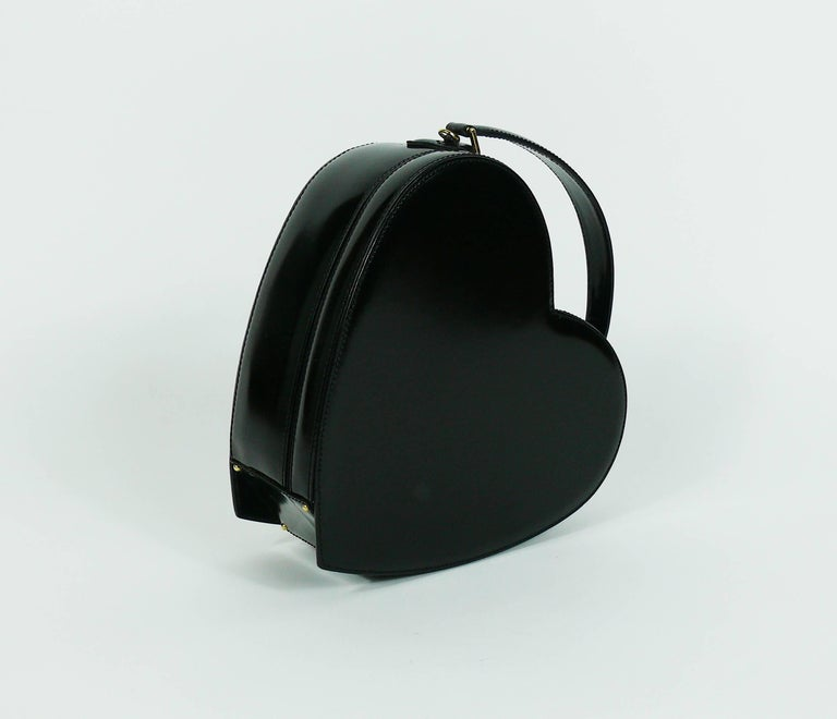 Moschino Vintage Rare Iconic Black Patent Leather Heart Bag In Good Condition For Sale In Nice, FR