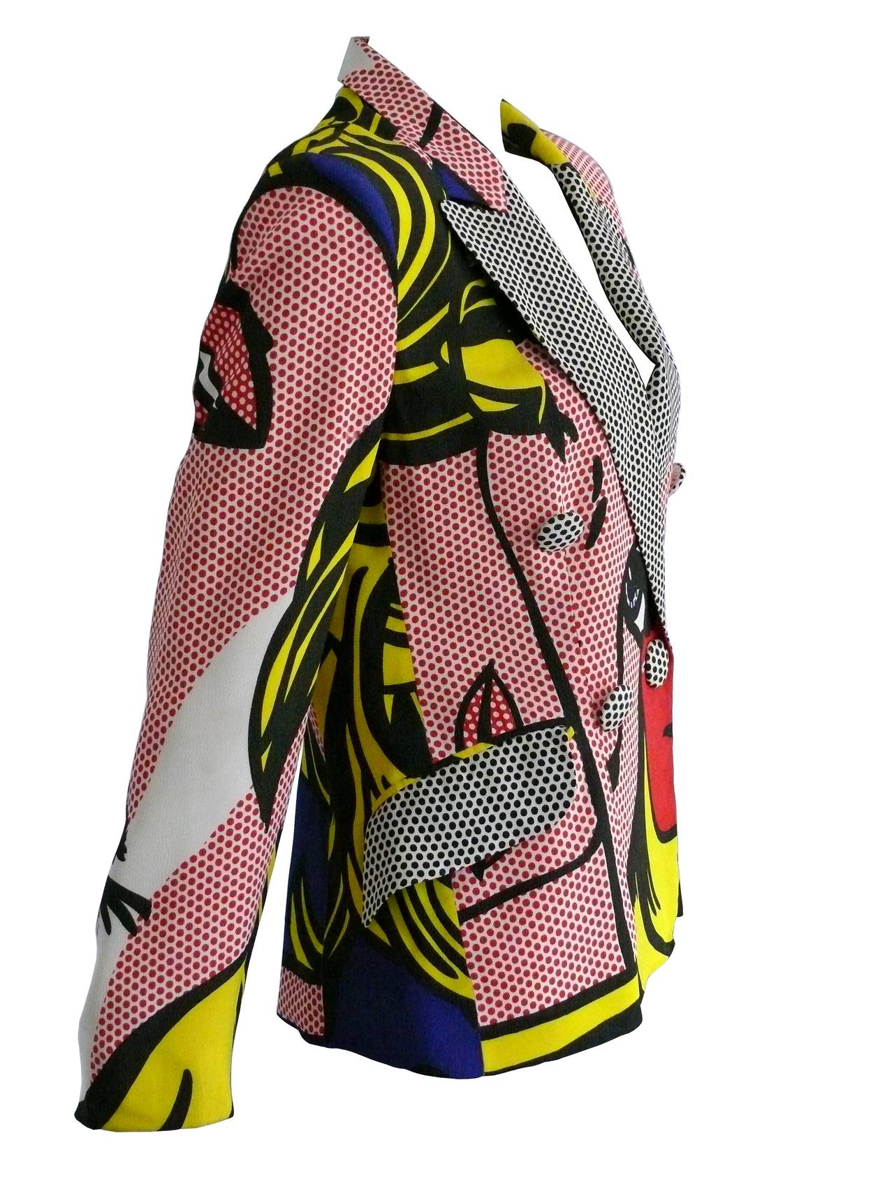 MOSCHINO rare pop-art blazer featuring an outsized newspaper-type print with vribrant colors. Tribute to the Amercian artist ROY LICHTENSTEIN.  MOSCHINO Spring Summer 1991 - Collection n°6.  This iconic piece features in the permanent