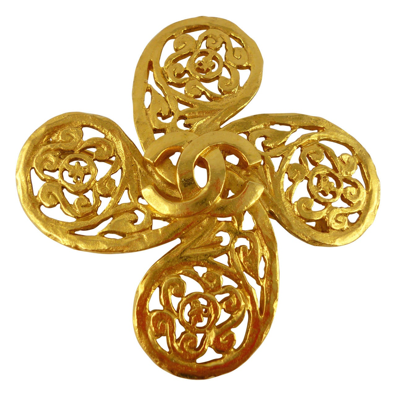 Chanel Vintage Fall/Winter 1993 Gold Tone Openwork Clover Brooch 1