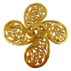 Chanel Vintage Fall/Winter 1993 Gold Tone Openwork Clover Brooch