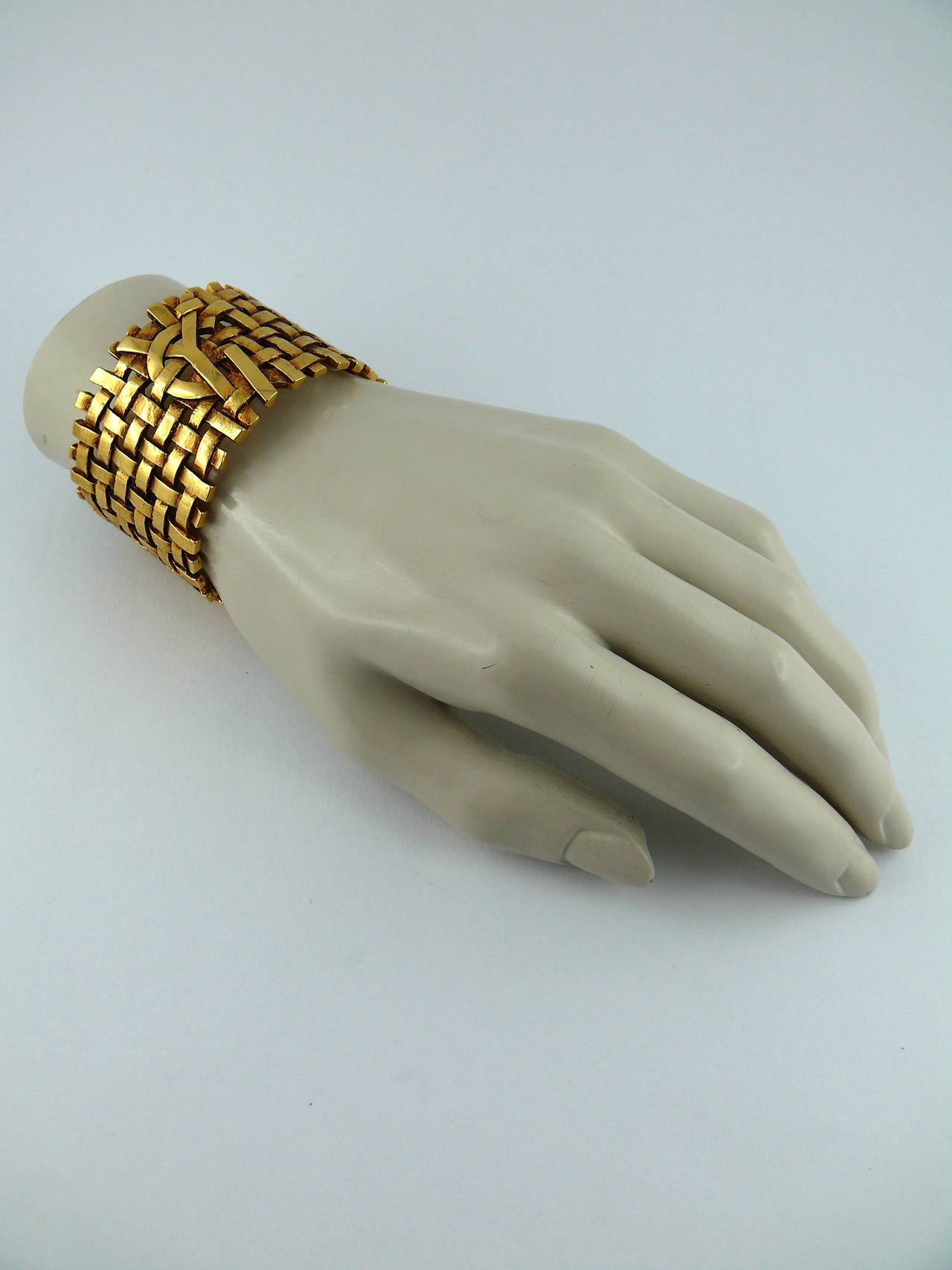 Yves Saint Laurent YSL Vintage Gold Toned Woven Cuff Bracelet In Excellent Condition For Sale In French Riviera, FR