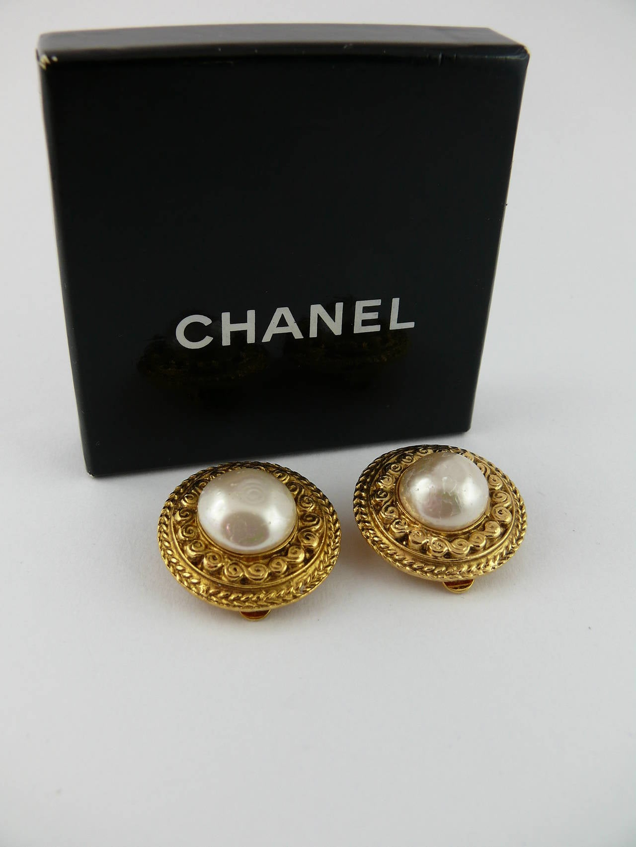 chanel vintage faux pearl clip on earrings for sale at 1stdibs