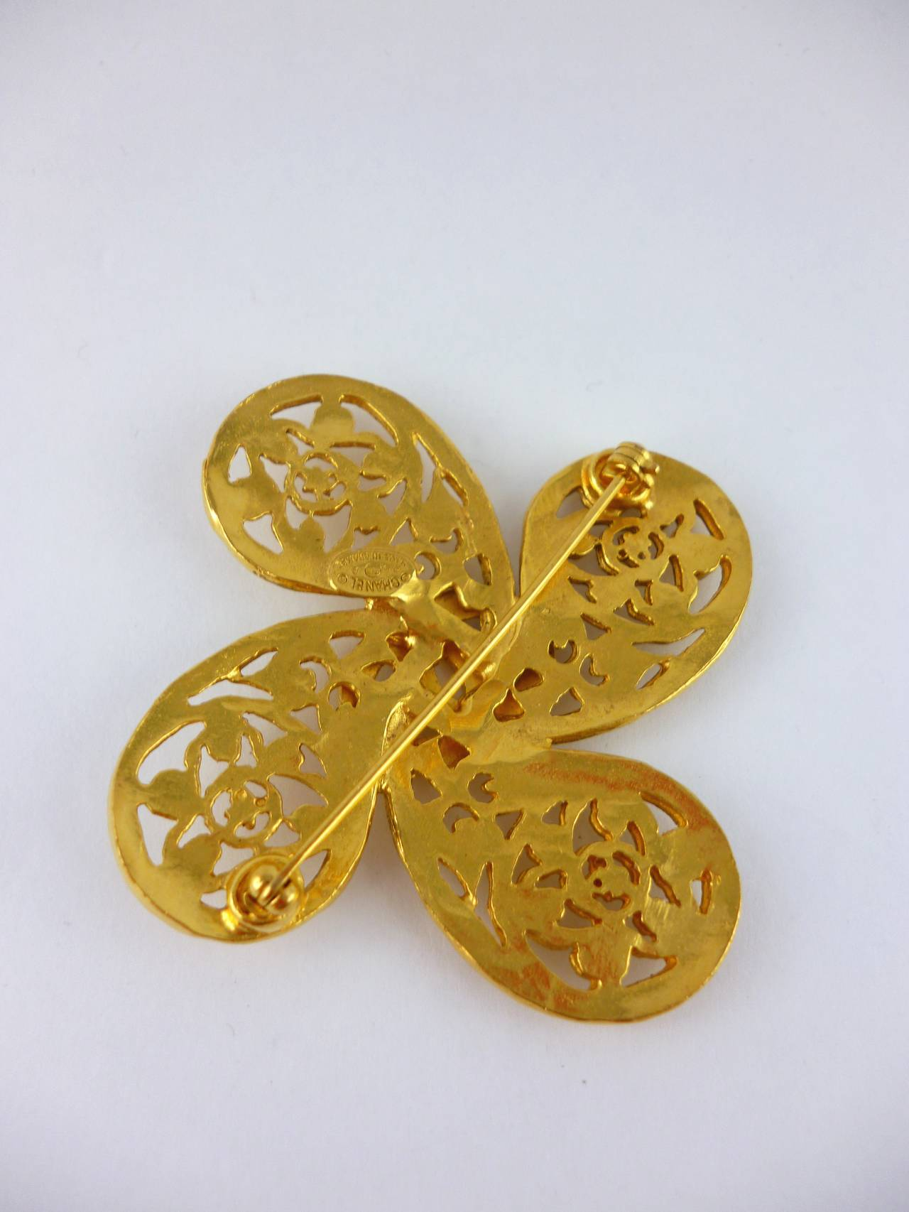 Chanel Vintage Fall/Winter 1993 Gold Tone Openwork Clover Brooch 3