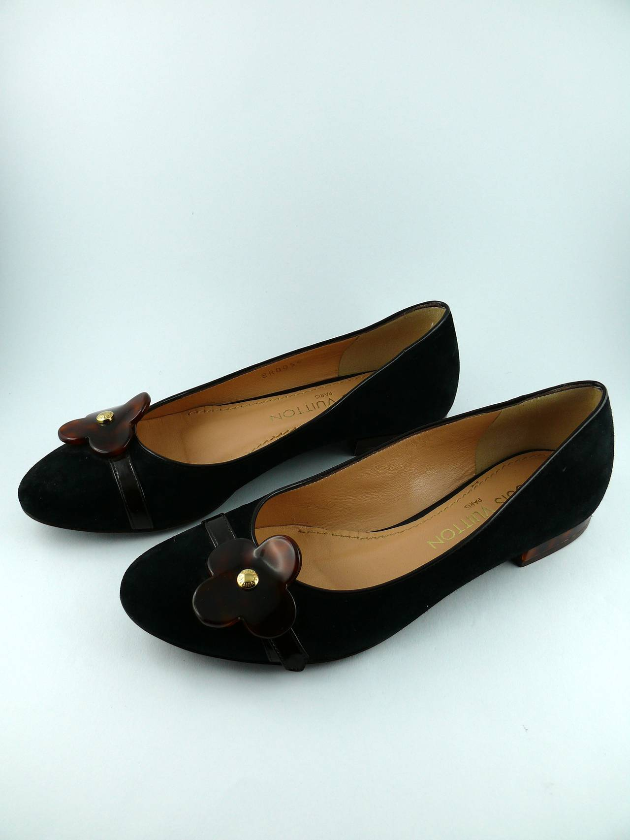 Louis Vuitton Black Suede and Resin Flower Ballet Flat IT 34 1/2 - US 5 1/2 In Excellent Condition For Sale In Nice, FR