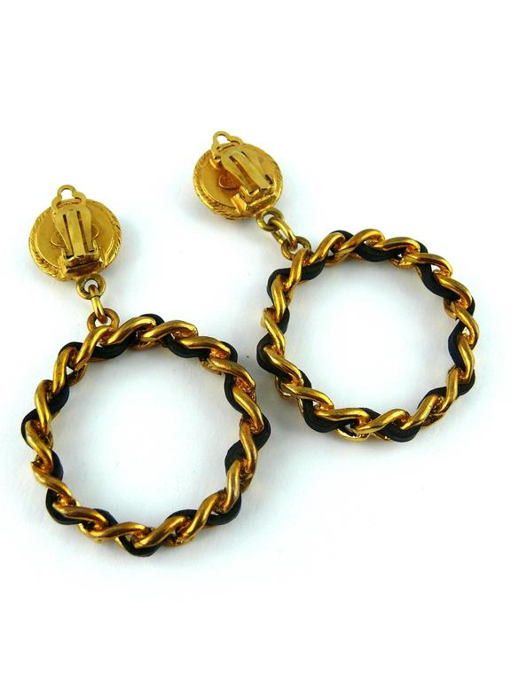 Chanel Vintage Iconic Clover Chain and Leather Hoop Earrings 1994 In Excellent Condition For Sale In French Riviera, Nice