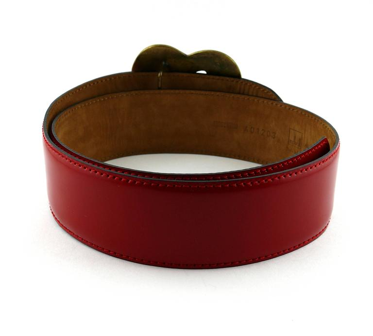 Moschino by Redwall Vintage Red Patent Leather Heart Love Belt In Excellent Condition For Sale In French Riviera, FR