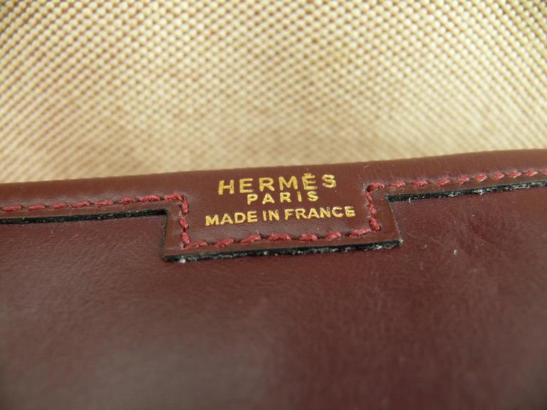 Hermes Vintage 1975 Jige Bordeaux Box Leather Clutch GM Size In Good Condition For Sale In French Riviera, FR