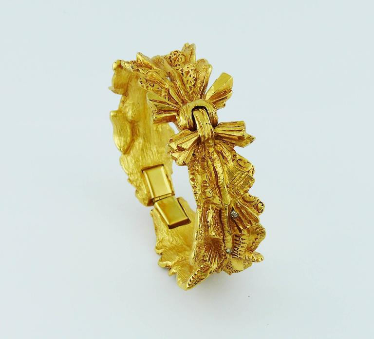 Christian Lacroix Vintage Textured Gold Tone Ribbon Bow Clamper Bracelet In Excellent Condition For Sale In French Riviera, Cote d'Azur