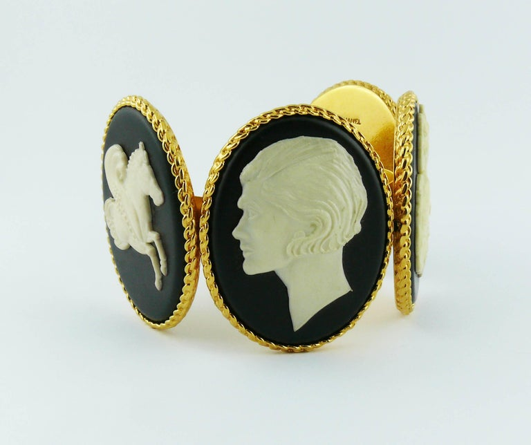 Chanel Vintage Uber Rare Cameo Cuff Bracelet Collector In Good Condition For Sale In French Riviera, Cote d'Azur
