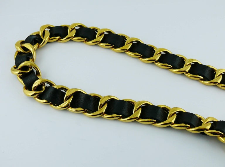 Chanel Vintage 1993 Iconic Gold Toned Chain and Leather Belt with Large CC Logos For Sale 1