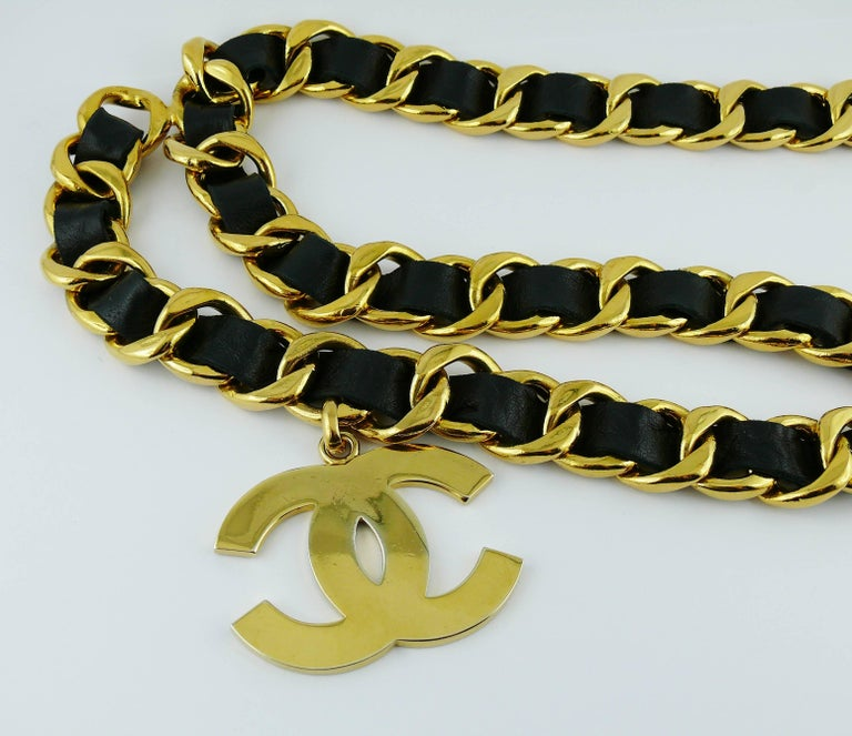 Chanel Vintage 1993 Iconic Gold Toned Chain and Leather Belt with Large CC Logos For Sale 2