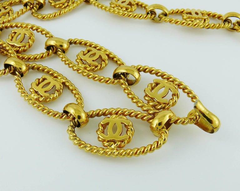 Women's Chanel Vintage Gold Toned Logo Rope Link Belt For Sale