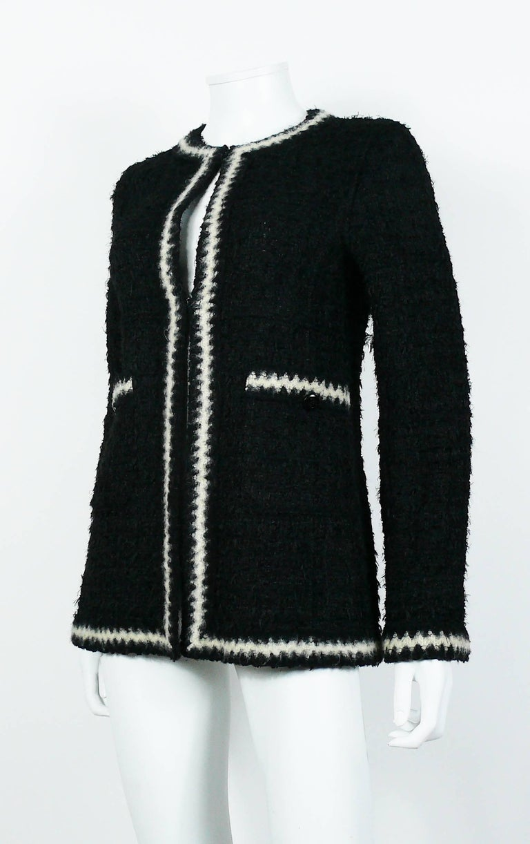 Chanel Vintage Fall 1998 Iconic Black & White Trim Boucle Cardigan Jacket For Sale 1