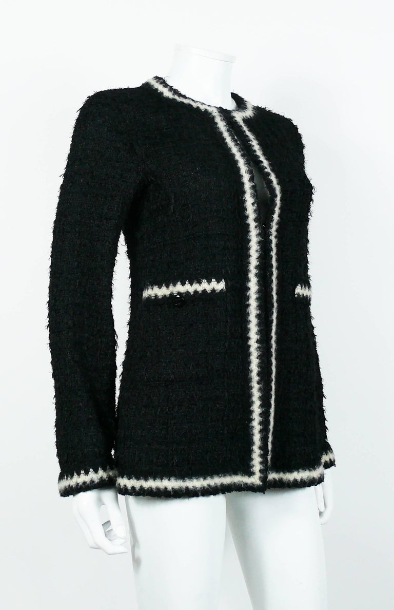 Chanel Vintage Fall 1998 Iconic Black & White Trim Boucle Cardigan Jacket In Excellent Condition For Sale In Nice, FR