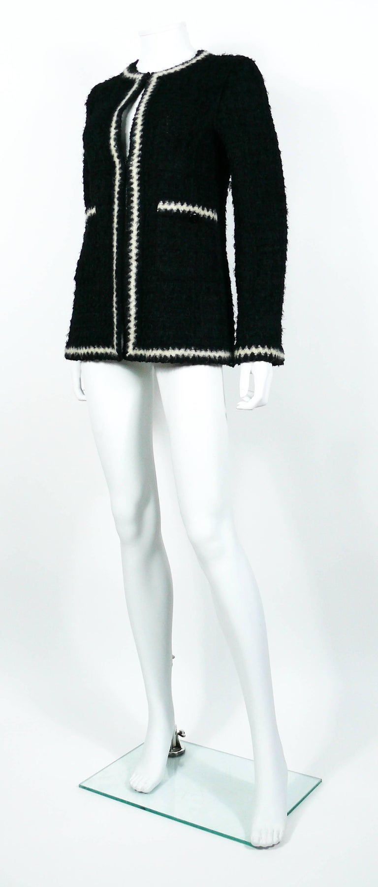 Chanel Vintage Fall 1998 Iconic Black & White Trim Boucle Cardigan Jacket For Sale 2