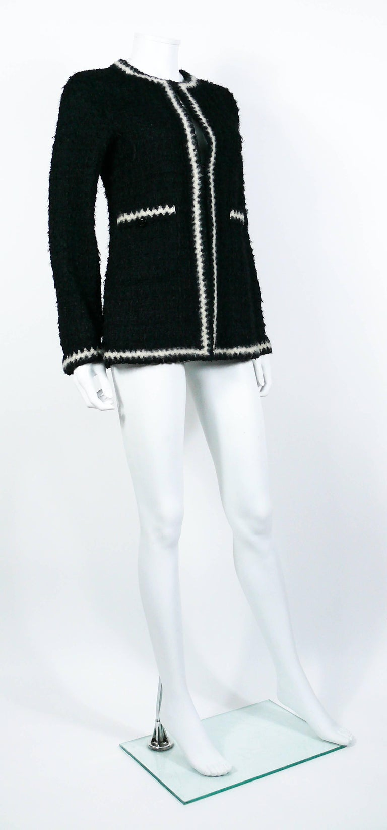 CHANEL vintage iconic black and white contrast zig-zag trim boucle cardigan jacket.  From the Fall/Winter 1998 Collection. Similar model phtographied by PETER LINDBERGH for VOGUE ITALIA, July 1998  This jacket features : - Classic timeless CHANEL