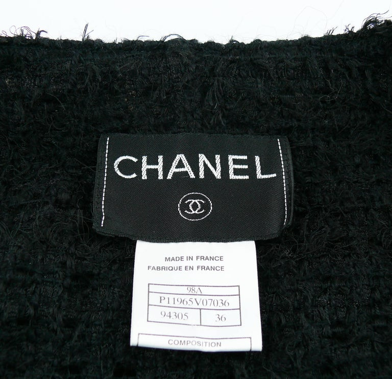 Chanel Vintage Fall 1998 Iconic Black & White Trim Boucle Cardigan Jacket For Sale 10