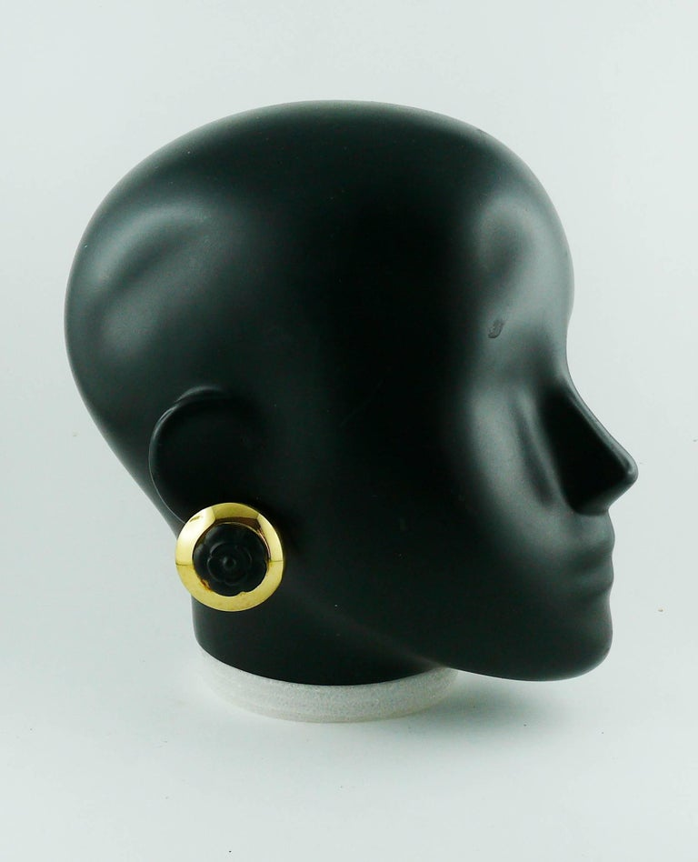 Chanel vintage 1992 domed gold tone clip-on earrings featuring a black resin camelia center.  Embossed CHANEL 2 7 Made in France.  Indicative measurements : diameter approx. 3.5 cm (1.38 inches).  JEWELRY CONDITION CHART - New or never worn : item