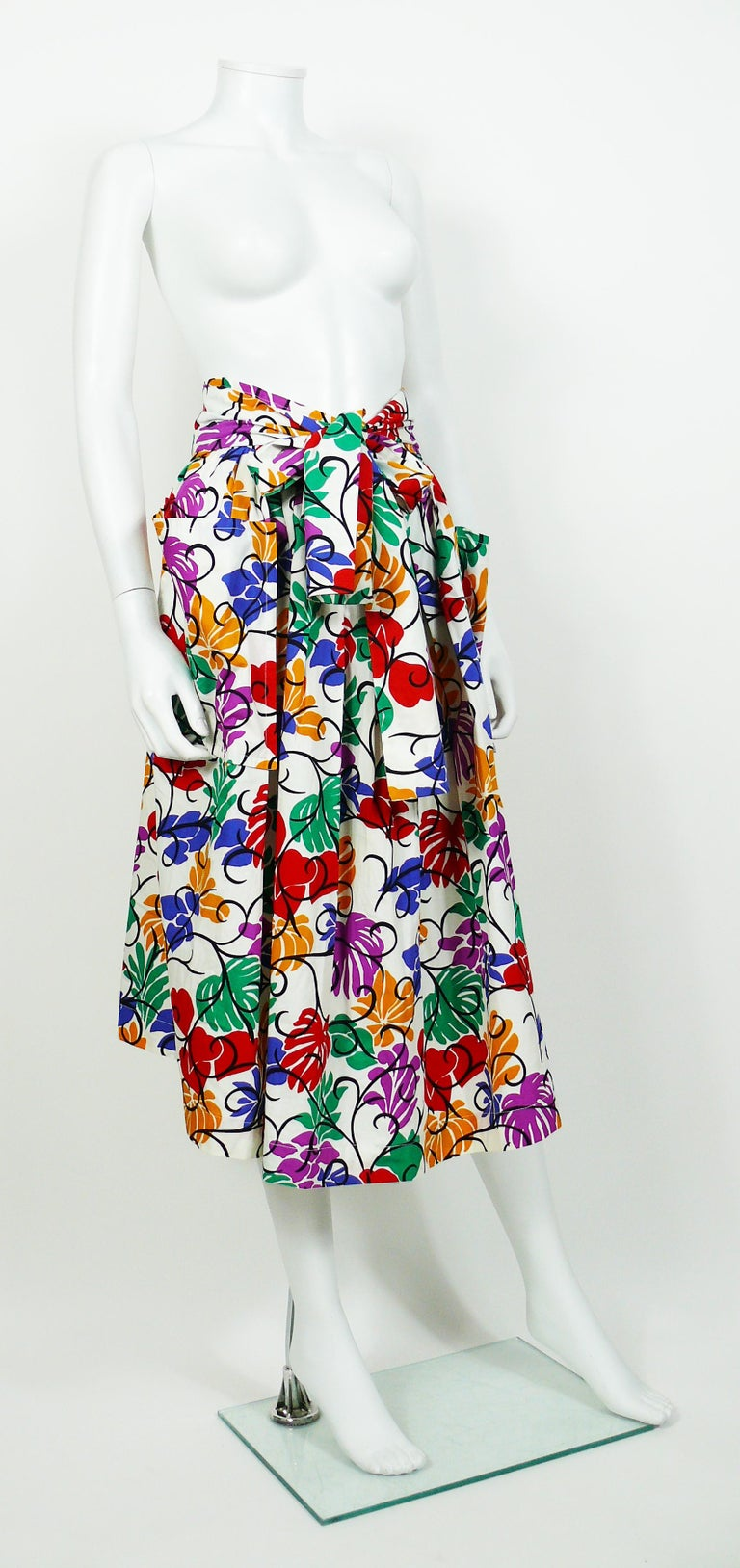 YVES SAINT LAURENT RIVE GAUCHE vintage skirt featuring a multicolored floral and heart print inspired by the cut-out artworks of HENRI MATISSE.  This skirt features : - White cotton fabric with a bold multicolored all over opulent print. -