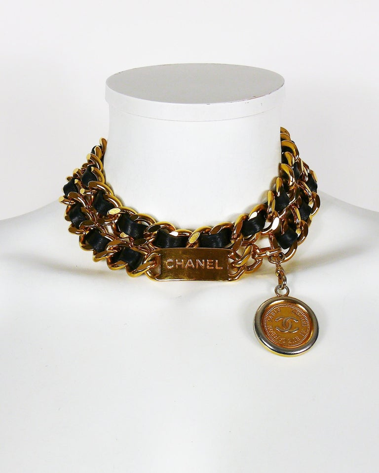 Women's Chanel Vintage Black Leather ID Plate Belt with CC Medallion Charm For Sale