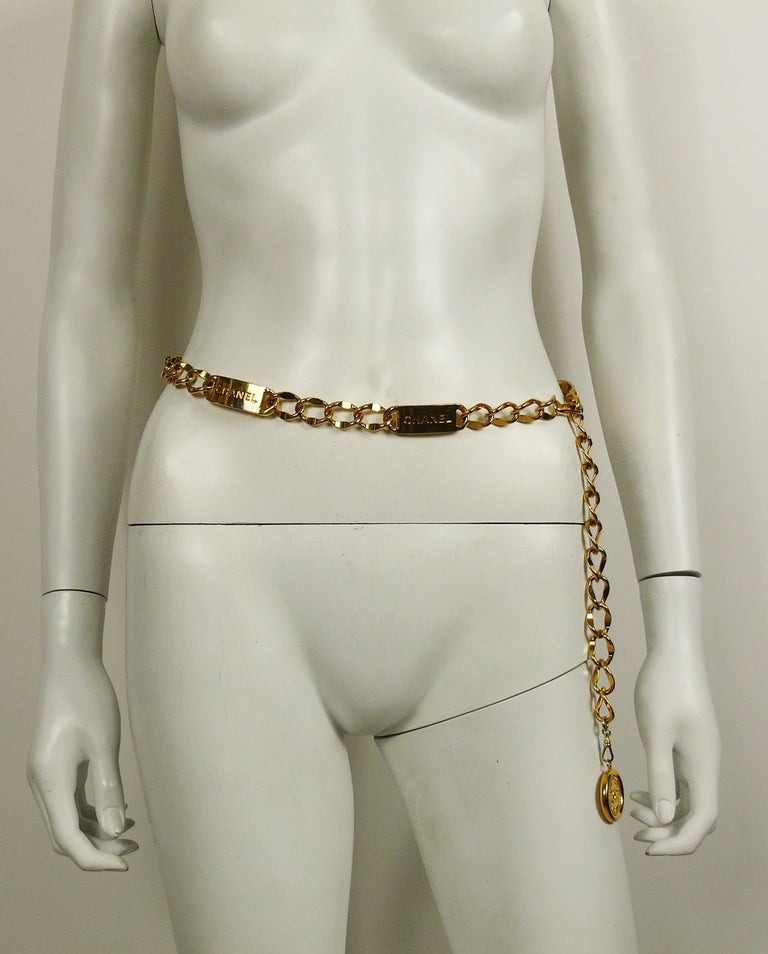 Chanel Vintage Gold Toned Signature ID Plate Chain Belt Necklace In Good Condition For Sale In French Riviera, Nice