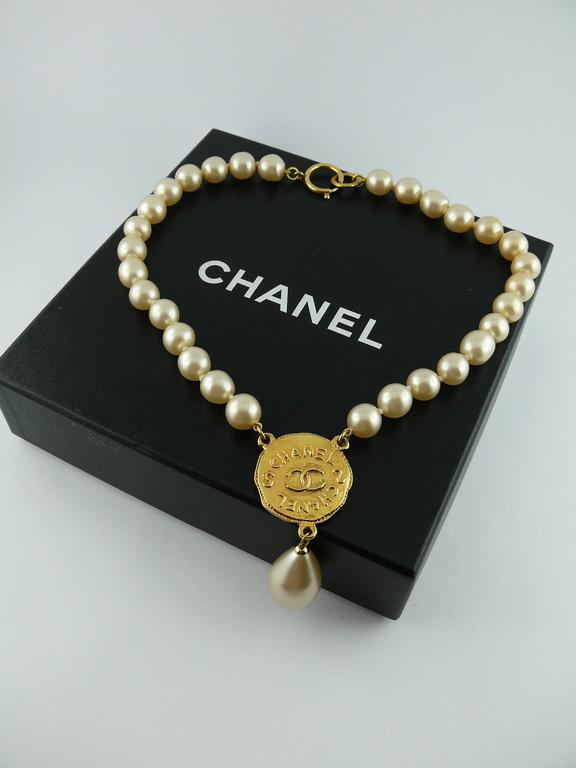 Chanel Vintage Pearl Necklace with CC Logo Coin Fall 1994 5