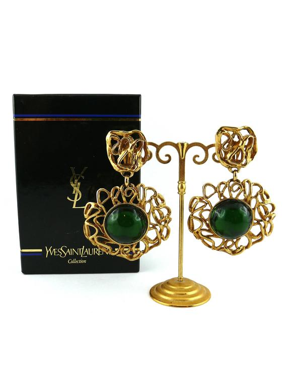Yves Saint Laurent YSL Vintage Massive Emerald Dangling Earrings In Excellent Condition For Sale In French Riviera, Cote d'Azur