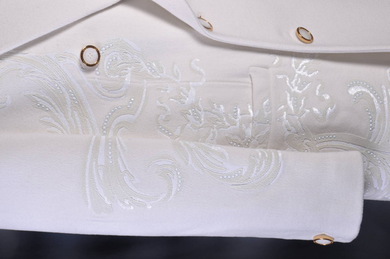 New VERSACE WHITE 100% CASHMERE EMBELLISHED MEN's COAT In New Condition For Sale In Montgomery, TX