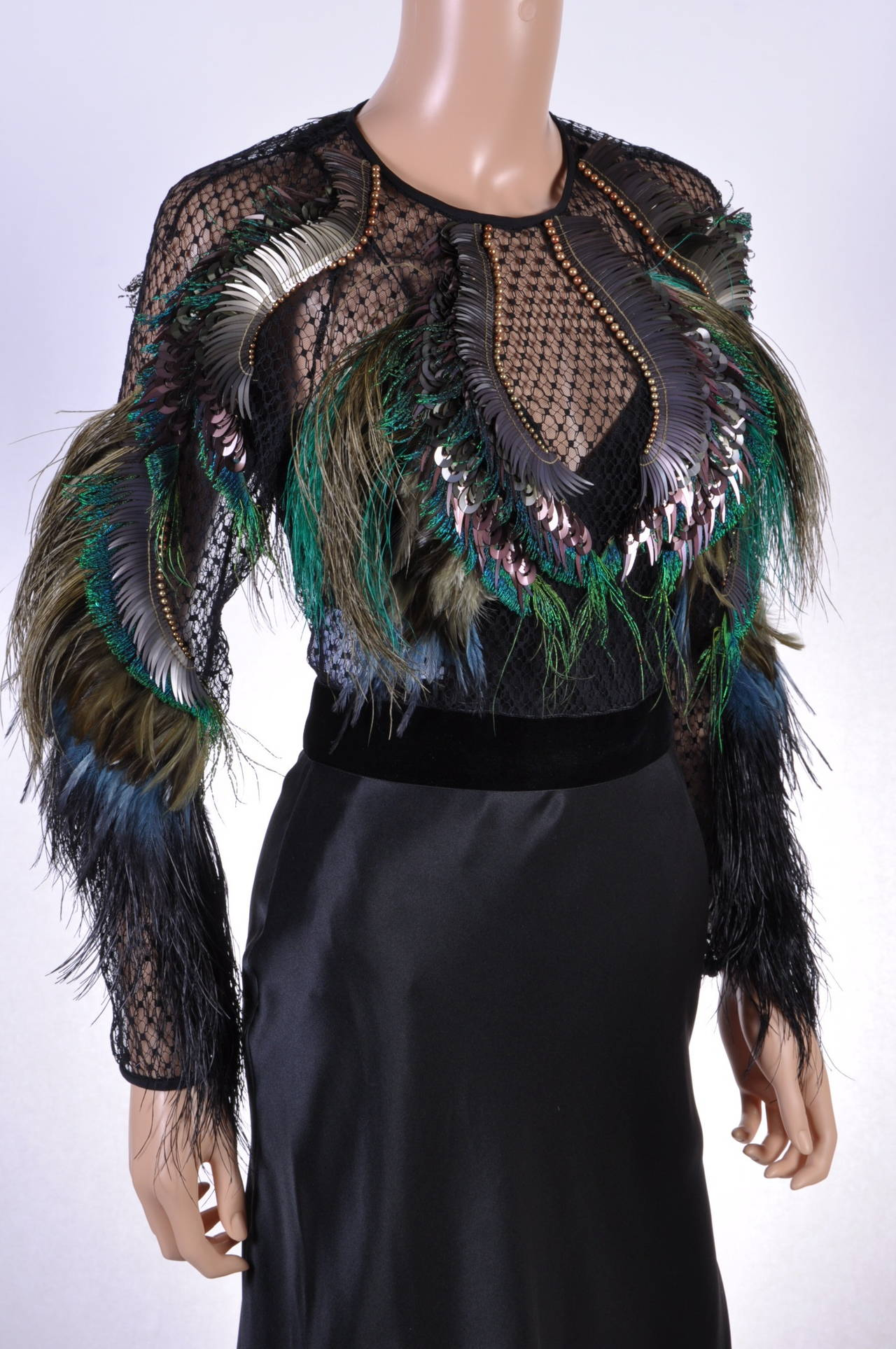 Women's New GUCCI FEATHER EMBROIDERED EVENING DRESS For Sale