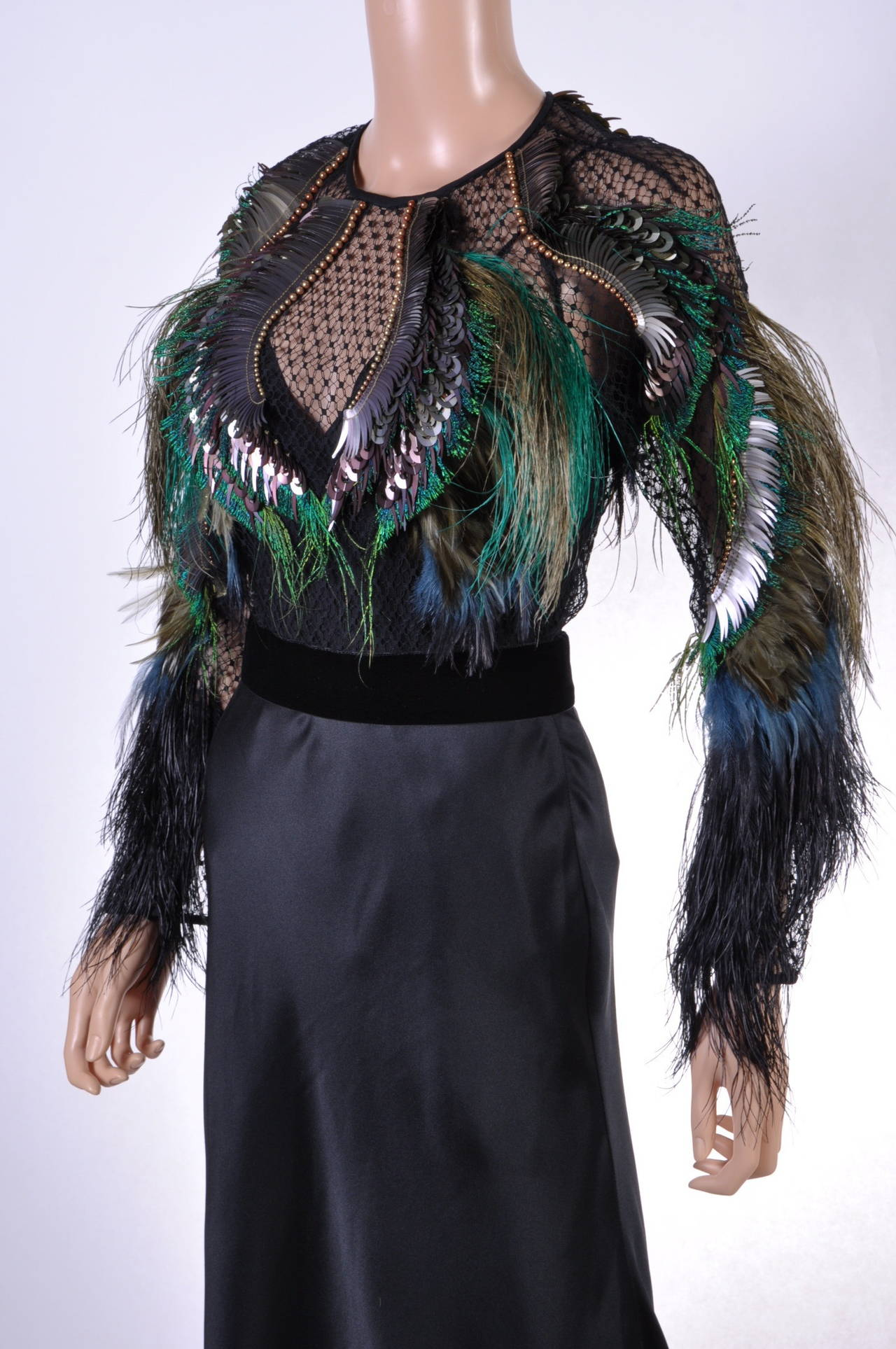 New GUCCI FEATHER EMBROIDERED EVENING DRESS For Sale 1