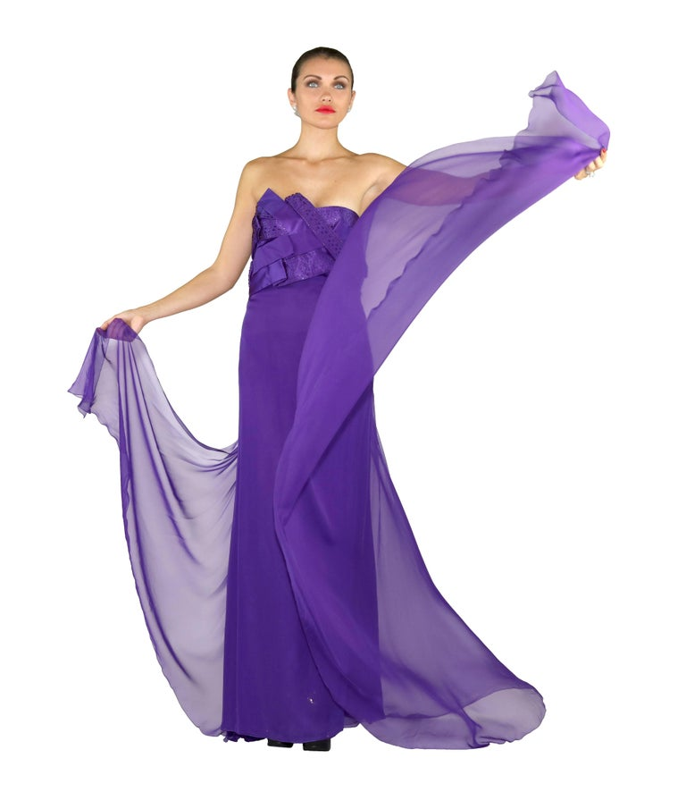 New VERSACE EMBELLISHED PURPLE SILK LONG DRESS GOWN Size 44 In New Condition For Sale In Montgomery, TX