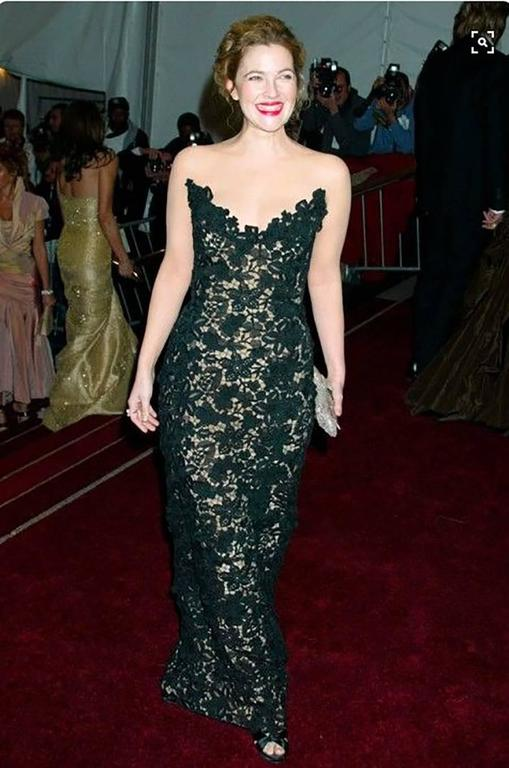 Look every bit a red-carpet star in this romantic choice for evening occasions. Crafted in intricately embroidered lace, this design by Oscar De La Renta is a highly collectible item. First seen in 2006, this strapless dress was worn by Drew
