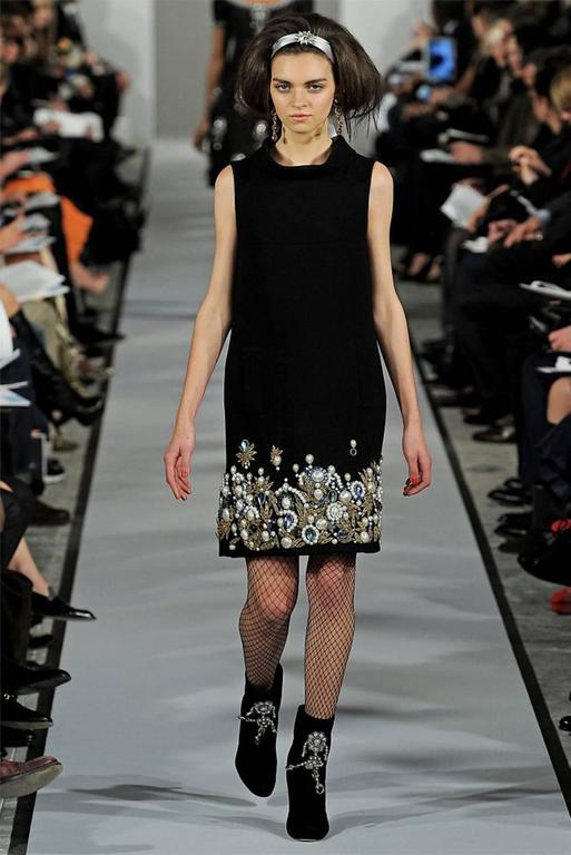 Oscar De La Renta Black Wool Cocktail Dress with Gem Embroidery size 6 10