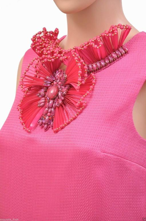 New GUCCI HOT PINK RAFFIA DRESS with FLORAL EMBROIDERY In New never worn Condition For Sale In Montgomery, TX