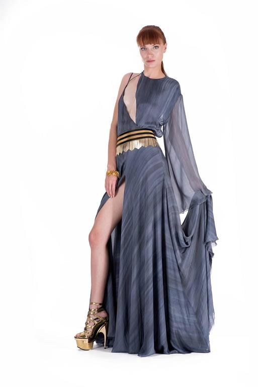 New VERSACE DOVE GREY GOWN with METAL FRINGE BELT In New never worn Condition For Sale In Montgomery, TX