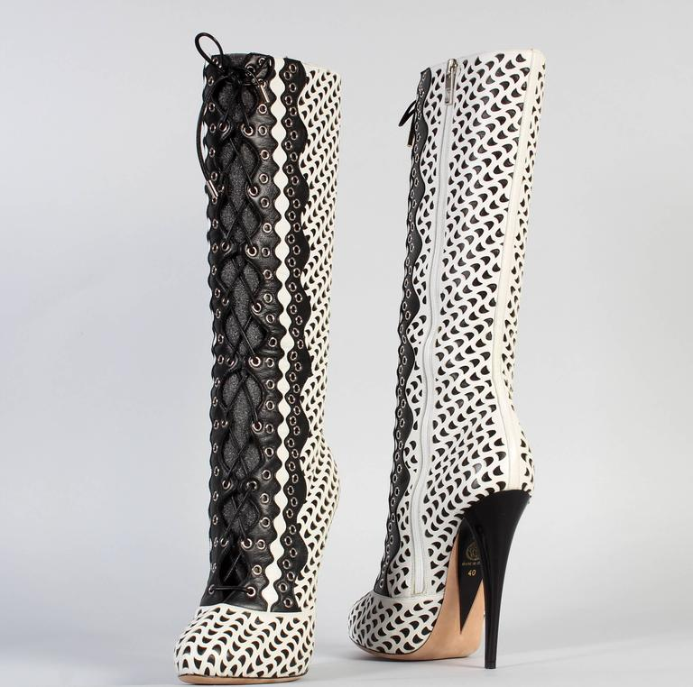 VERSACE WHITE PERFORATED LEATHER PLATFORM BOOTS sz 40 In New Condition For Sale In Montgomery, TX