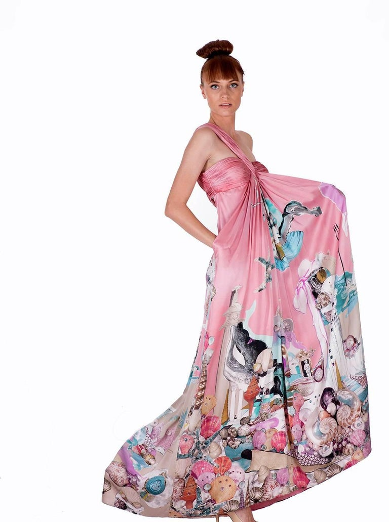 New VERSACE Julie Verhoeven Print Long Dress Gown In New never worn Condition For Sale In Montgomery, TX