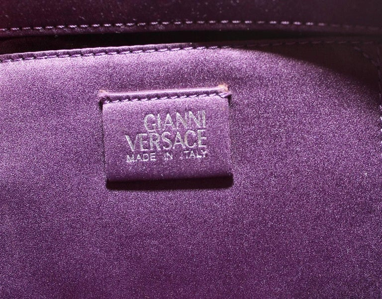 90s VINTAGE GIANNI VERSACE METAL OROTON MESH HANDBAG w/ CRYSTALS In New Condition For Sale In Montgomery, TX