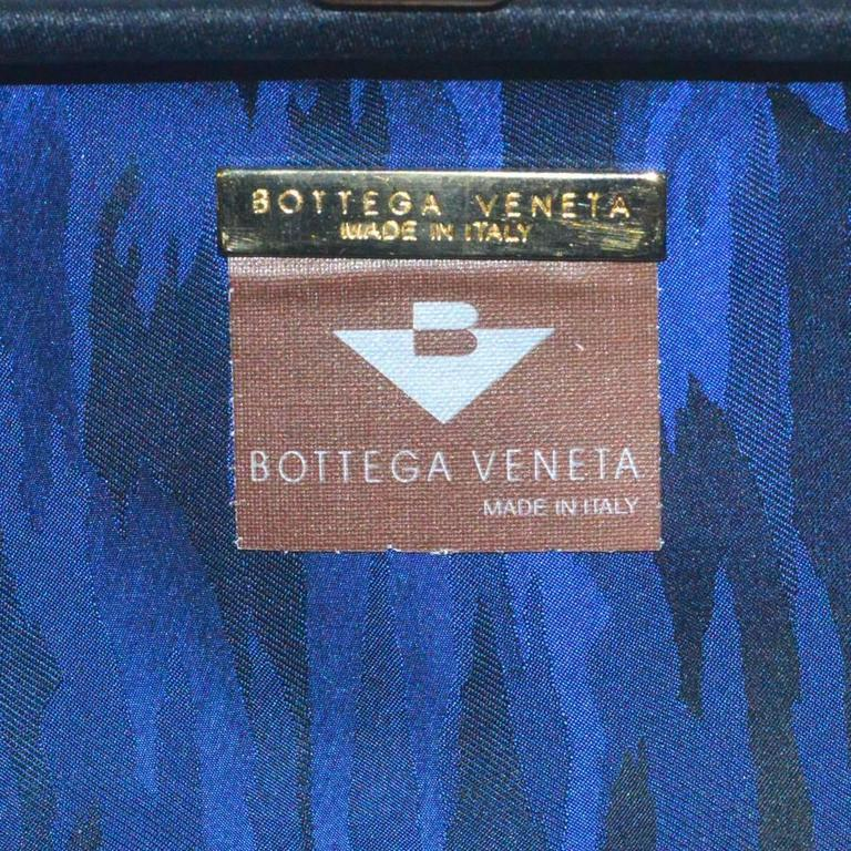 Bottega Veneta Black Silk Woven Knot Clutch In Excellent Condition For Sale In Teaneck, NJ